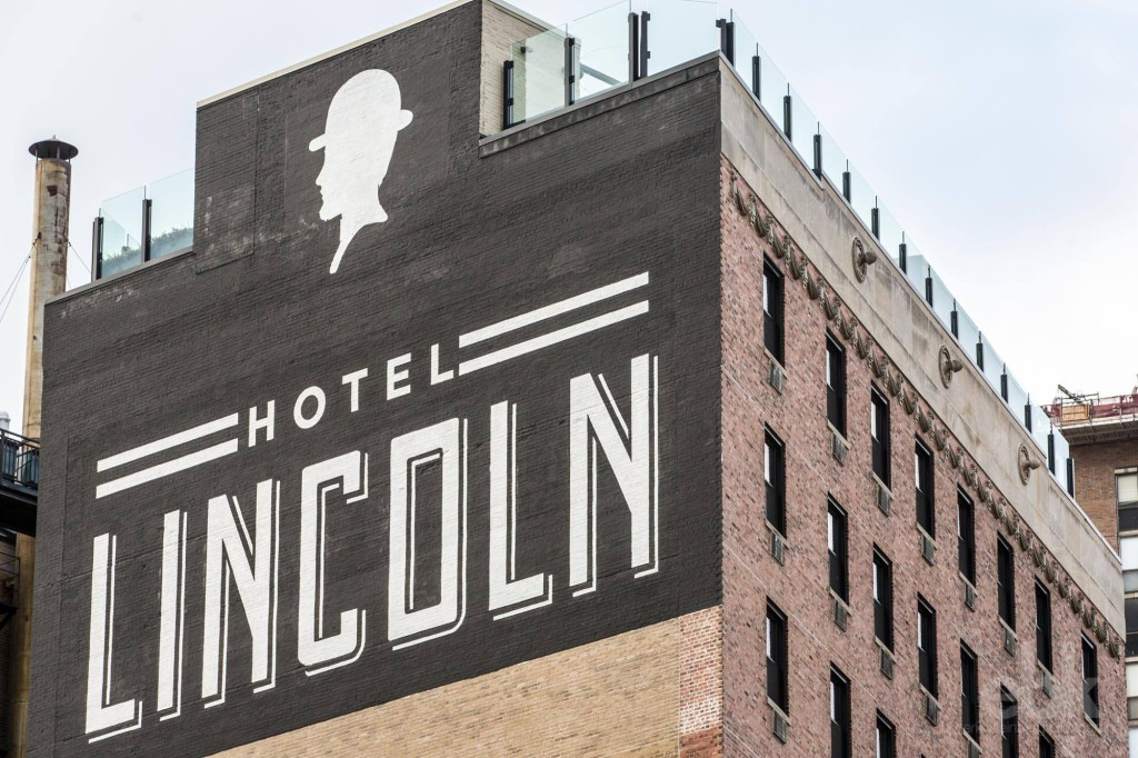 hotel Lincoln sign